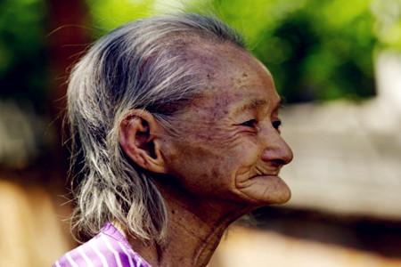 梦见去世的外婆掐自己脖子